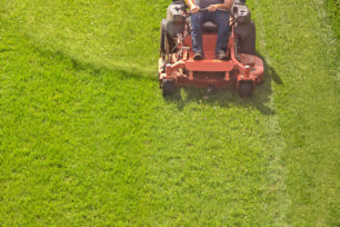 best commercial riding lawn mower (1)
