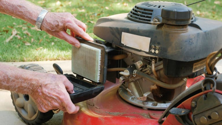 lawnmower-fillter-checking-cleaning