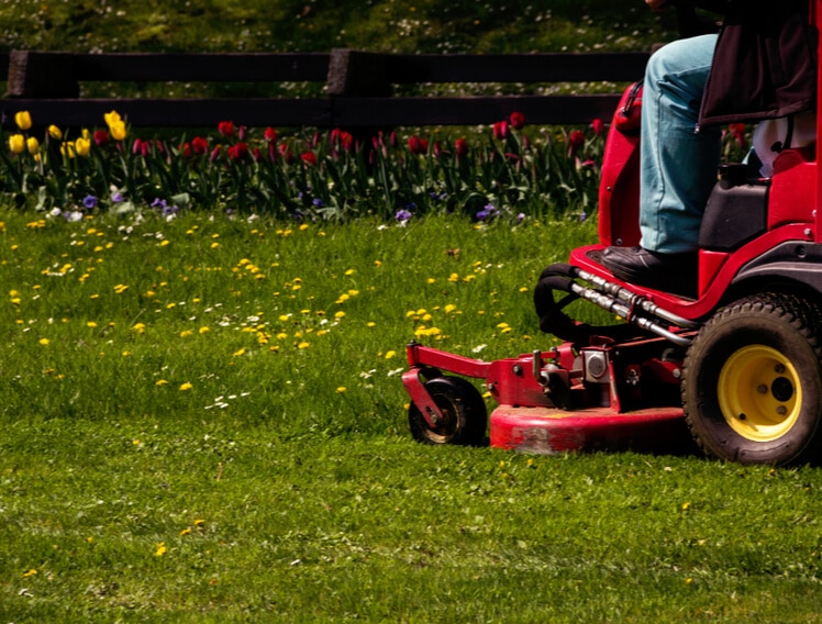 guide to buying commercial riding lawn mower (1)