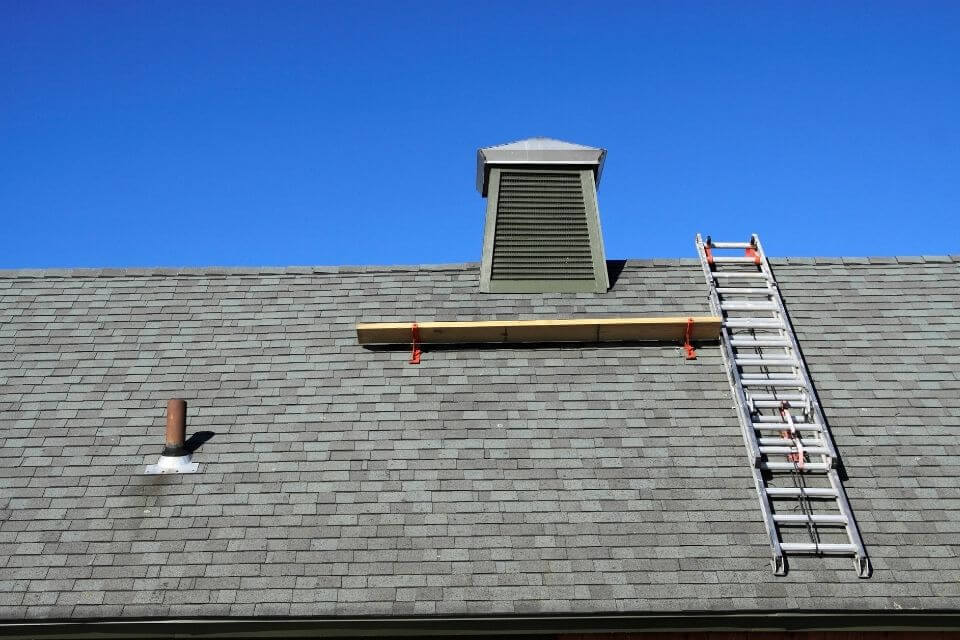 how to secure ladder on roof